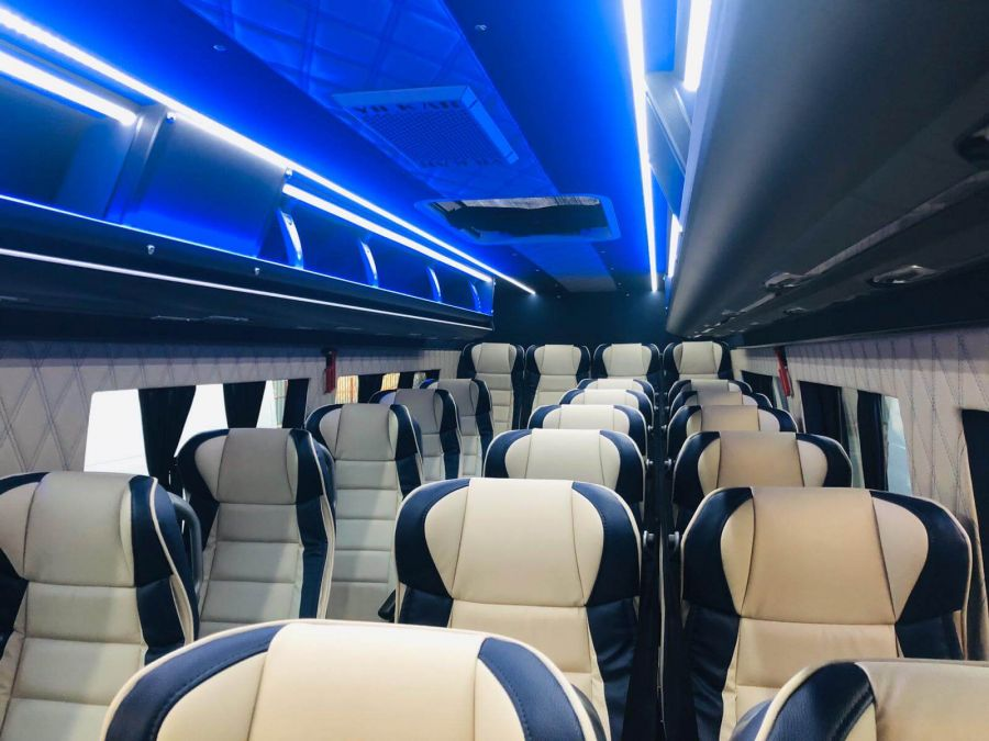Mercedes-Benz Sprinter 516 15 +1 locuri VIP