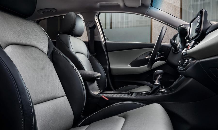 Noul Hyundai i30 Fastback